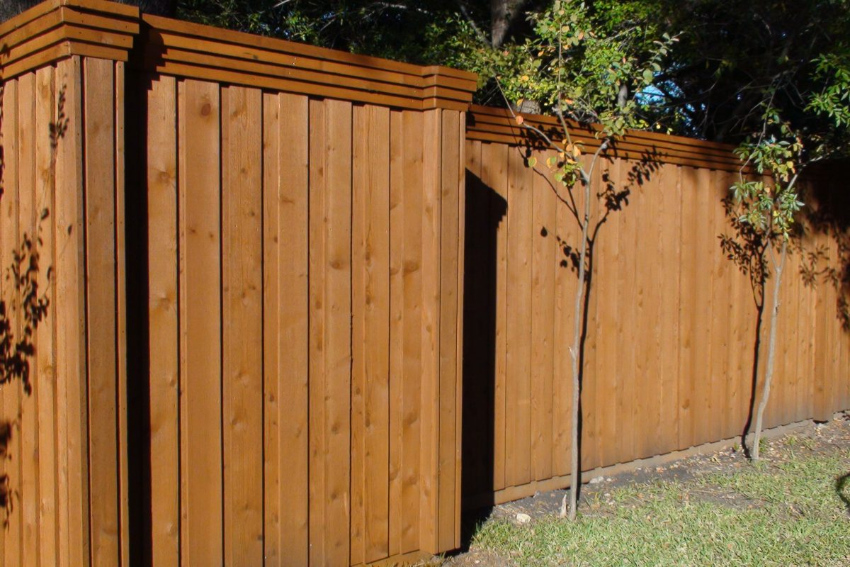 107 - Triple Trim & Column Design Board on Board Fence
