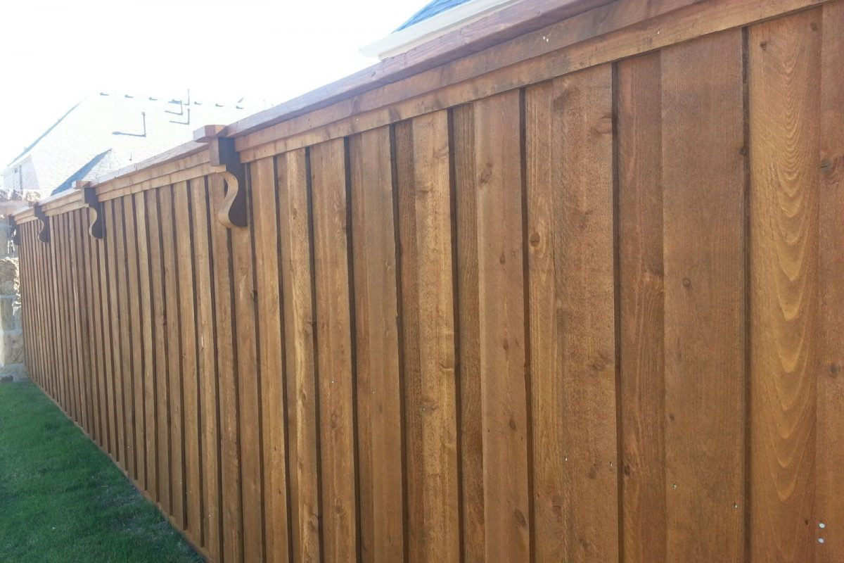 113 - BB fence with double trim & corbels