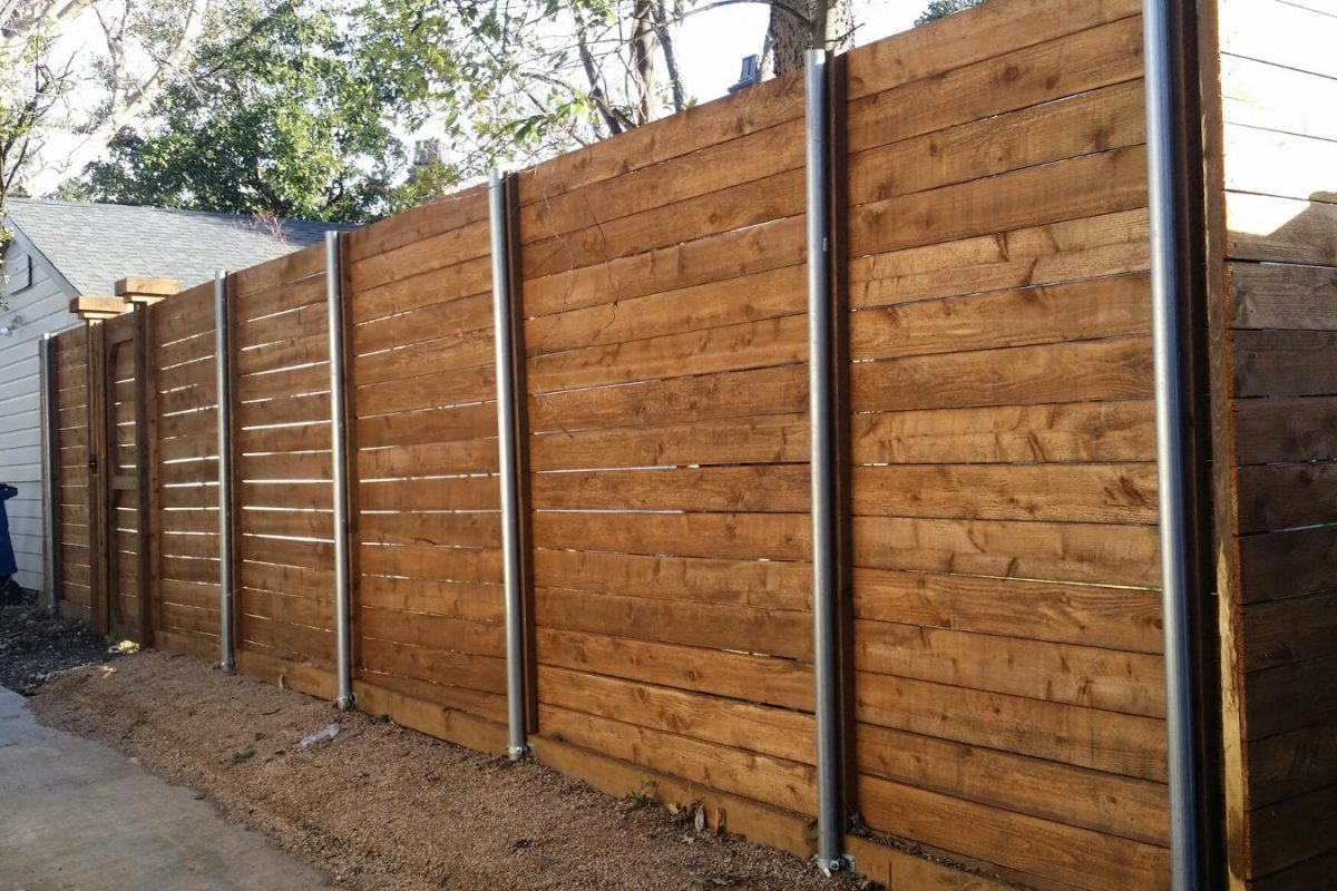 148 - Horizontal fence - side by side (showing metal post side)