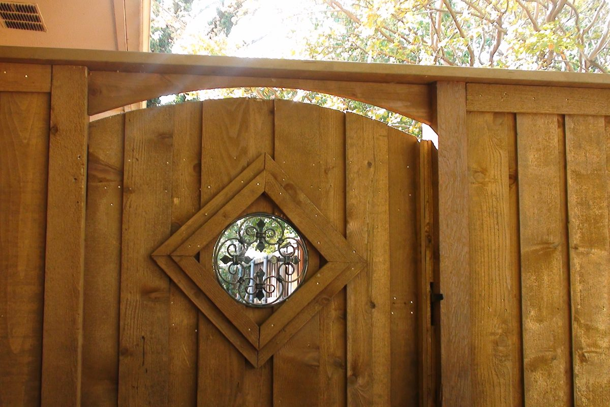 202 - Wood gate - see thru insert close up