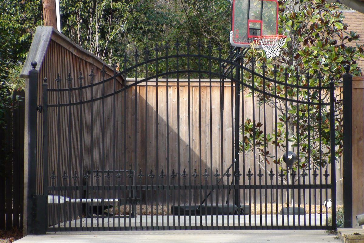 315 - Double arched single swing electric gate with finials & puppy panels