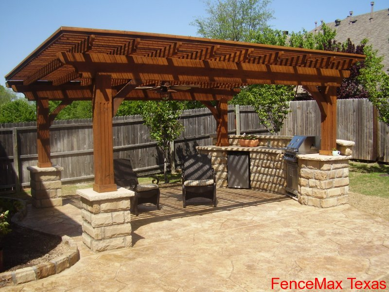 600 Outdoor kitchen